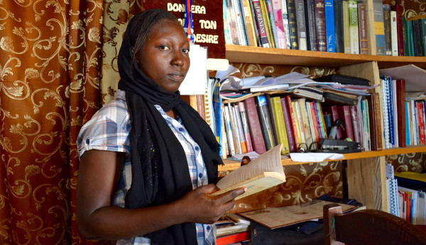 imagen de una joven camerunesa