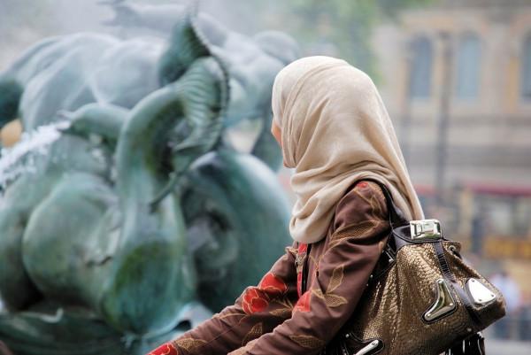 imagen de perfil de una joven con hijab
