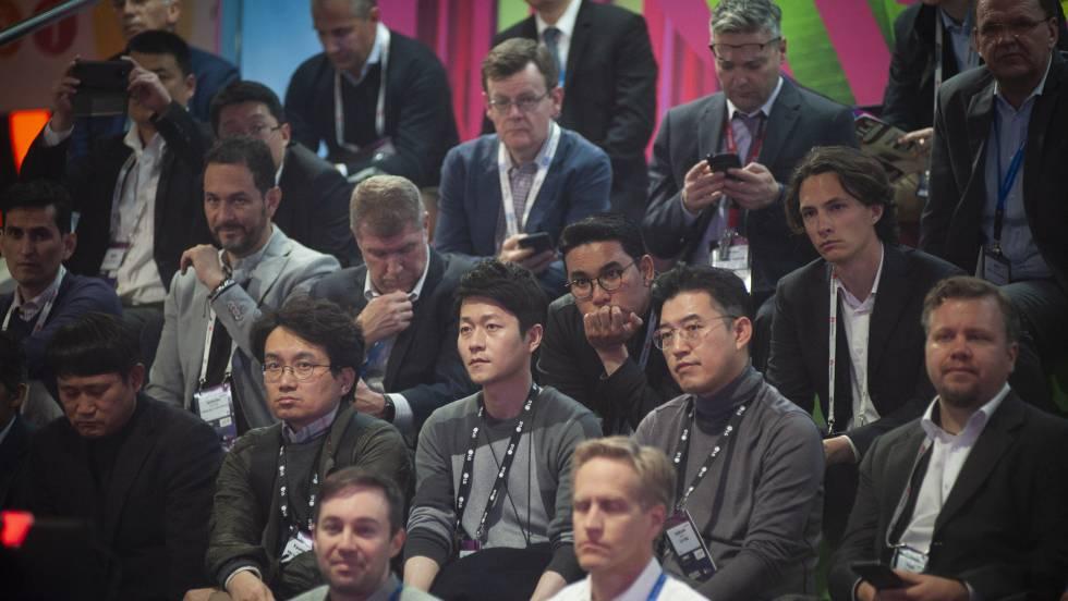 Imagen de asistentes al MWC, todos hombres