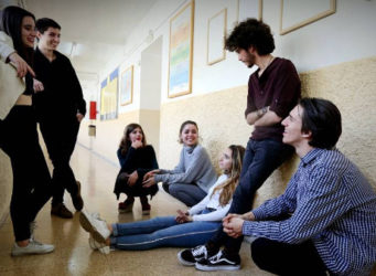 imagen de un grupo de adolescentes