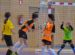 chicas jugando al fútbol
