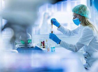 imagen de una investigadora en un laboratorio