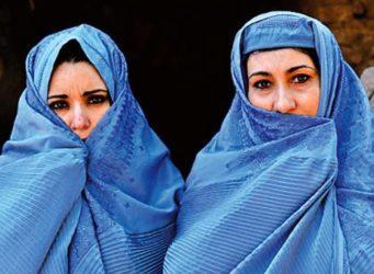 imagen de dos mujeres afganas