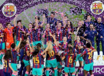 las futbolistas celebran su triunfo