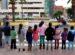 grupo de niños y niñas protestando ante la Delegación de Educación en Melilla